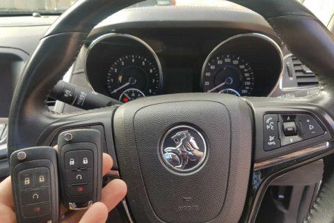 Holden VF Commodore Keys