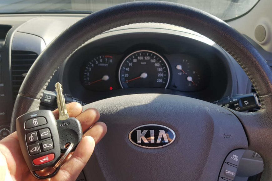2013 Kia Carnival Genuine Key & Remote